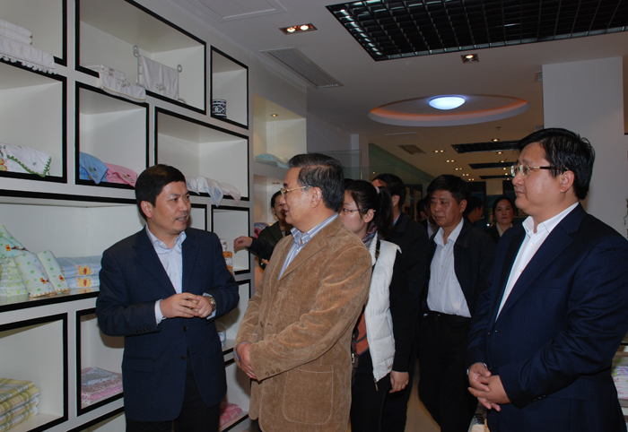 On November 7, 2011, Li Jinhua, vice chairman of the National Committee of the Chinese People's Political Consultative Conference, visited our company. While affirming the achievements of Dadong Company, he hoped that Dadong will continue to grow bigger an